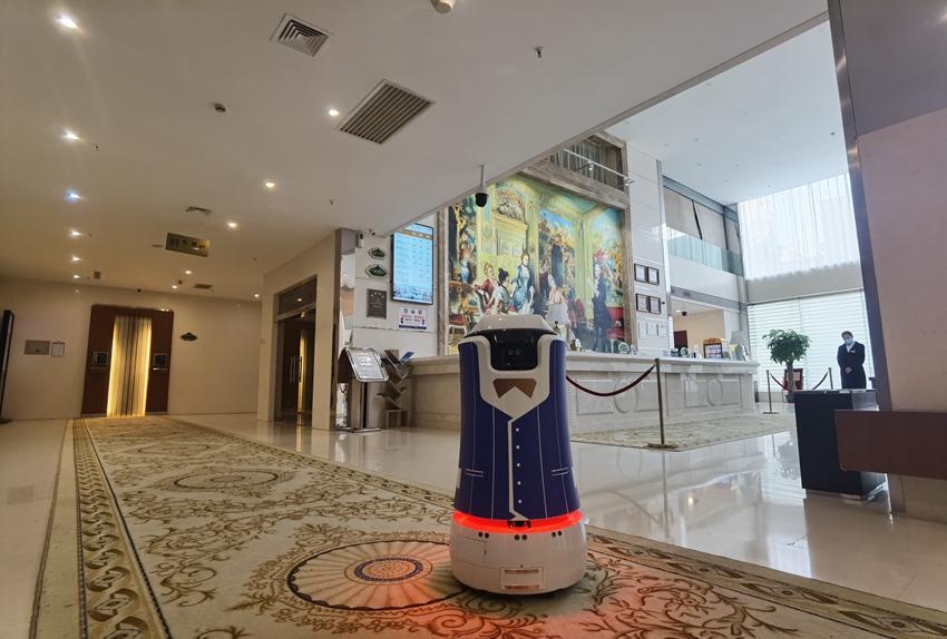 酒店机器人在保定维也纳酒店应用
